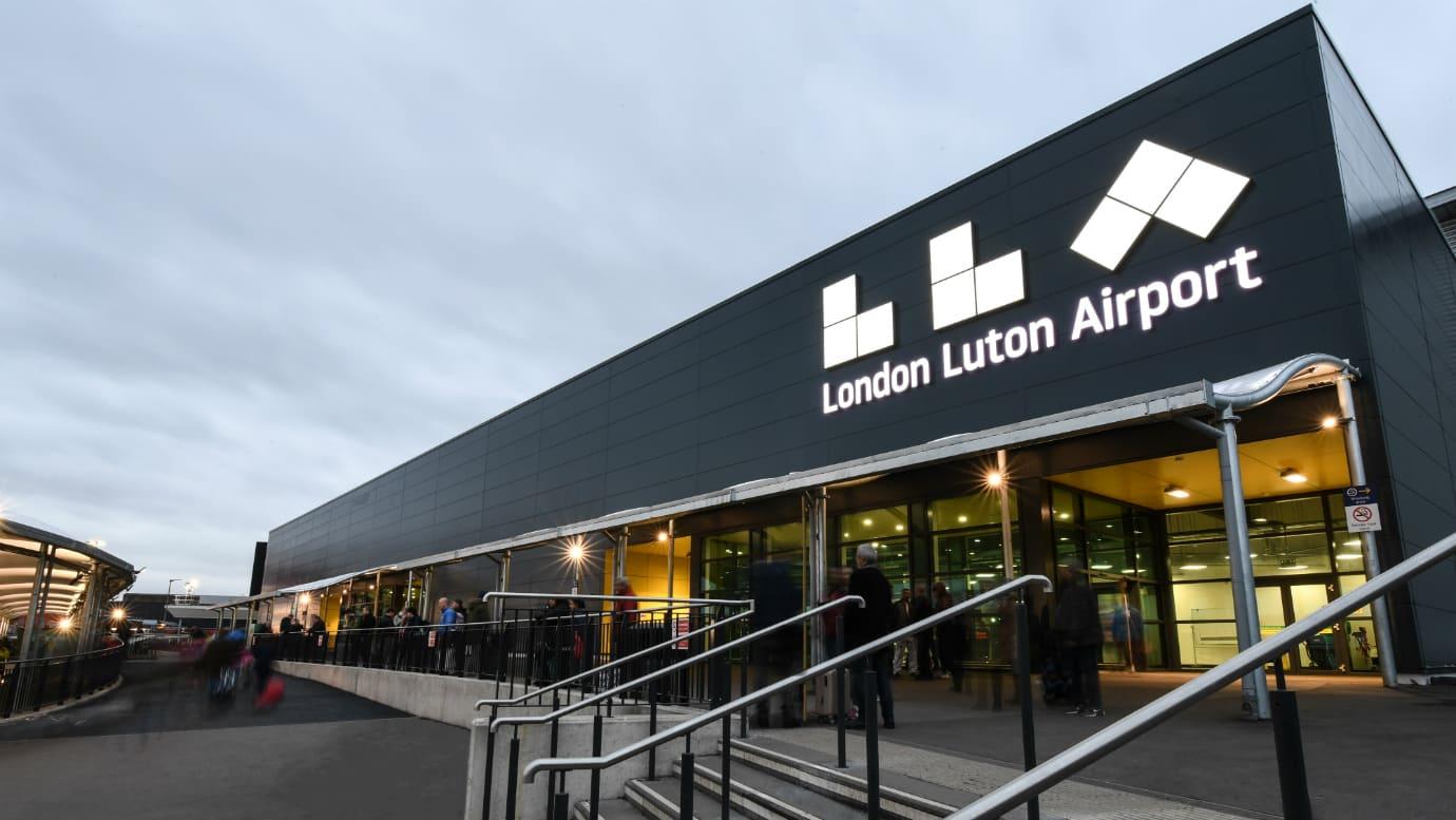 Taxi Southampton to Luton Airport