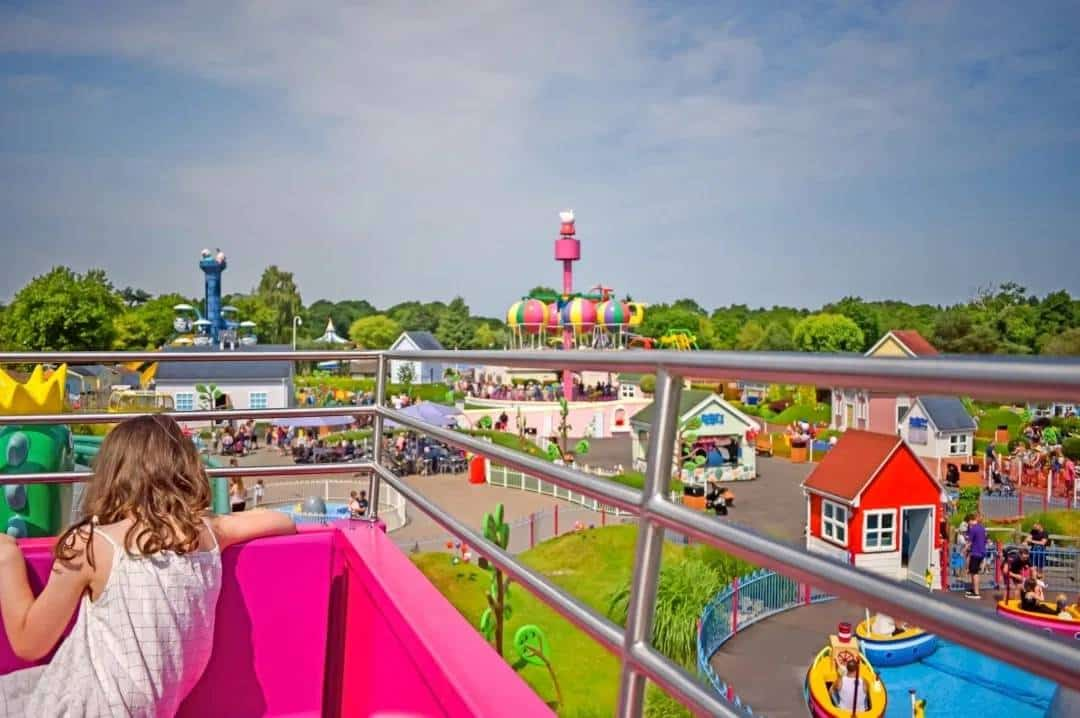 Transfer from Southampton Airport to Peppa Pig World paultons work taxi